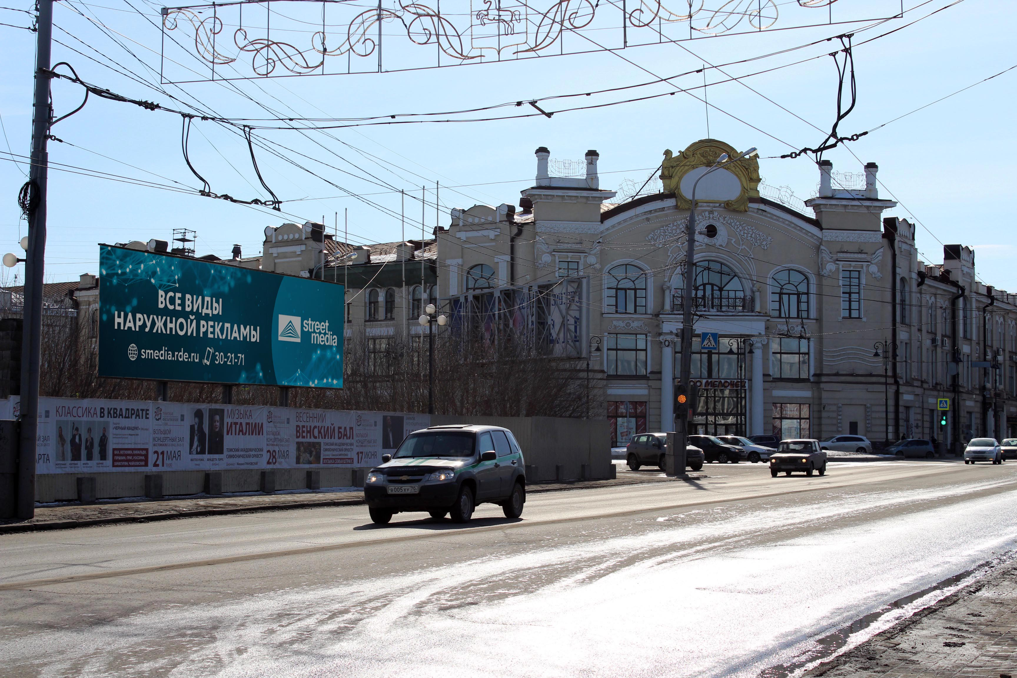 пл. Ленина, 12 (щит  3х12)